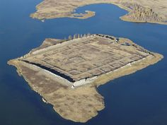 The 1500 years old Fortress discovered in Siberia. This ancient fortress is found in the middle of lake, seems a mini Island. Excavations are Ancient Mysteries, Ancient Ruins, Ancient Artifacts, Ancient History, Tikal, Archaeological Discoveries, Ancient Architecture, Ancient Civilizations, Ancient Aliens