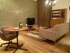 パトル  linetotall デザイン性の高い家具とも相性がよく、お部屋全体もスタイリッシュにまとまります。 木の家具に合わせ、ベージュの張り地で全体的に落ち着いた雰囲気に・・・  いつもより少し照明を落として過ごす大好きな晩酌の時間・・・ 一日の疲れをホッと癒してくれる短いけれど大切なひとときを。 (通販ブログから)