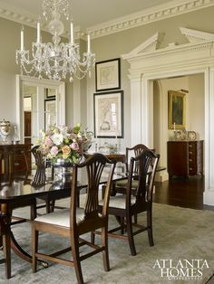 Are you looking for dining room inspiration? Discover the timeless beauty of antique dining tables - Southern Style dining room with traditional dining table antique dining tables - Classic Dining Room, Elegant Dining Room, Formal Dining Rooms, Traditional Dining Tables, Traditional Decor, Traditional Dining Room Furniture, Traditional Homes, Classic Furniture, Dining Room Walls