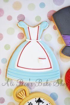 Alice in Wonderland cookies @Amy Lyons Casalman
