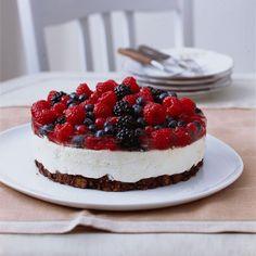 Rezept: Frischkäse-Torte mit gemischten Beeren - [LIVING AT HOME]
