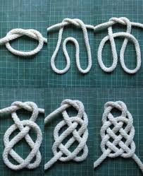 "Мастерская ""Ларец"" ile ilgili görsel sonucu Paracord Projects, Macrame Projects, Jewelry Knots, Fabric Jewelry, Macrame Knots, Micro Macrame, Celtic Knot Tutorial, Scout Knots, Knot Cushion"