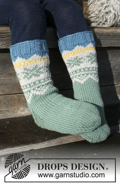 Knitted socks with multi-coloured Norwegian pattern for kids. Sizes 24 - The piece is worked in DROPS Merino Extra Fine. Baby Sweater Knitting Pattern, Knitting Socks, Knitting Patterns Free, Knit Patterns, Free Knitting, Knitting Videos, Drops Design, Knitting For Kids, Crochet For Kids