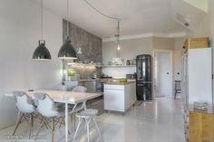 Myytävät asunnot, Mäkelänkatu 31, Helsinki #oikotieasunnot #loft #keittiö #kitchen Decor, Furniture, Interior, Home, Small Apartments, Loft, Kitchen, Loft Studio, Interior Design