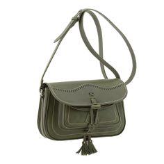 Bolso de piel campero color verde.