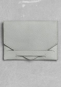 Leather Card Holder Powder Grey & Other Stories Leather Card Case, Leather Pouch, Leather Tooling, Leather Purses, Leather Accessories, Leather Jewelry, Leather Craft, Tech Accessories, Card Wallet