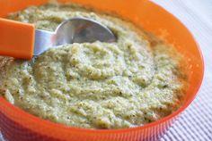 Purée de brocolis à la douceur de la vache qui rit - une recette de Régalez Bébé Une purée pour bébé toute douce !  Accord parfait entre un légume malaimé des enfants au fromage adoré des gastronomes en culottes courtes. Cette Purée de brocolis à la vache qui rit (à partir de 7 mois) est une délicieuse manière de faire découvrir le brocoli à Bébé.