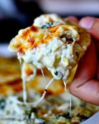 The gooiest, cheesiest, most easy and delicious spinach artichoke dip in the whole wide world. The gooiest, cheesiest, most easy and delicious spinach artichoke dip in the whole wide world. Epicure Recipes, Dip Recipes, Appetizer Recipes, Great Recipes, Cooking Recipes, Favorite Recipes, Potato Recipes, Vegetable Recipes, Vegetarian Recipes