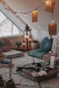 Room Decor, Home Accents, Bohemian Style Homes, Vintage Decor, Light and Airy De… - Bohemian Home Chill Room, Cozy Room, Chill Out Room Ideas, Relax Room, Home Design, Home Interior Design, Interior Design Magazine, Design Art, Design Ideas