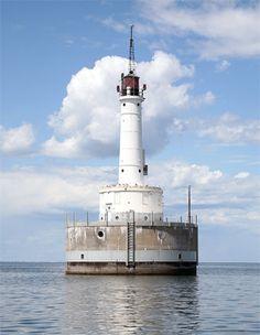 Green Bay Harbor Entrance Lighthouse, Wisconsin, posted via Lighthousefriends.com