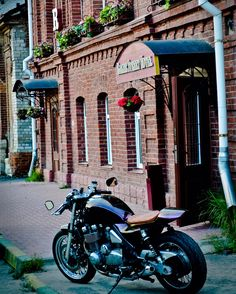 Kawasaki Zephyr 1100 Cafe racer. Iron Sounds