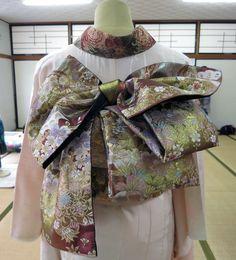 帯結び Japanese Costume, Japanese Kimono, Kabuki Costume, Japanese Outfits, Yukata, Japan Fashion, Ao Dai, Asian Style, Traditional Outfits