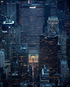 wanderlust quadros New York Metlife Building, Barcelona Spain Travel, New York City Buildings, City Vibe, Manhattan New York, Vintage New York, Urban City, Park Avenue, Romantic Travel