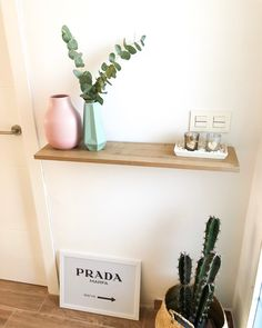 Recibidor @diariodeunareforma diariodeunareforma Prada Marfa, Floating Shelves, Photo And Video, Instagram, Home Decor, Hall, Decoration Home, Room Decor, Wall Storage Shelves