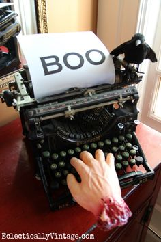 one of the many creative ideas at Halloween haunted typewriter! one of the many creative ideas at Halloween Projects, Halloween House, Spooky Halloween, Holidays Halloween, Vintage Halloween, Happy Halloween, Halloween Decorations, Halloween Party, Halloween Ideas