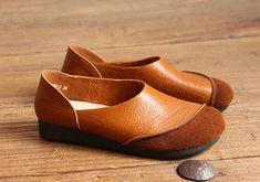 Luz marrón hecho a mano, zapatos Oxford mujer, zapatos planos, zapatos de cuero Retro, Casual, Slip Ons, mocasines muy cómodos zapatos  Zapatos más: https://www.etsy.com/shop/HerHis?ref=shopsection_shophome_leftnav  ♥♥♥♥♥♥If no sabes que tamaño tiene que elegir, por favor me diga la longitud de sus pies, te recomiendo el tamaño que se cabe para los pies. ;-)  Por favor nota que los pies deben estar firmemente en el piso cuando se miden la longitud y anchura del pie. Y...
