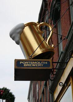 Letreiro dourado para bar