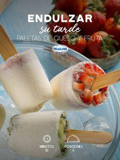 Consiente a tu peque mientras hace la tarea con unas refrescantes Paletas de queso y fruta. #recetas #receta #quesophiladelphia #philadelphia #crema #quesocrema #queso #comida #postre #frutas #paletas #paletasfrutas #fresas #kiwi #zarzamora #durazno #recetapaletas