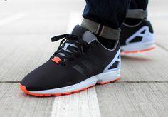 Découvrez une Adidas ZX Flux noire et orange (collection printemps 2015). Elle est disponible pour 90 euros.
