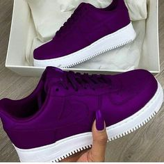 Top selling sneakers men and women including Nike sneakers, best Adidas sneakers, designer sneakers for kids, best sneakers App and where to find exclusive sneakers. Cute Sneakers, Best Sneakers, Sneakers Fashion, Sneakers Nike, Latest Nike Sneakers, Basket Style, Hype Shoes, Fresh Shoes, Purple Shoes