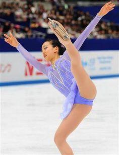 Gymnastics Pictures, Sport Gymnastics, Female Gymnast, Figure Skating Dresses, Asian Hotties, Women Figure, Sporty Girls, Female Athletes, Muscle Men