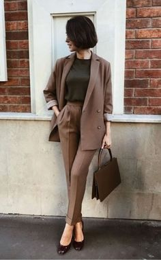 37 Casual Fall Work Outfits for Professionals - Outfits 2019 Outfits casual Outfits for moms Outfits for school Outfits for teen girls Outfits for work Outfits with hats Outfits women Casual Work Outfits, Business Casual Outfits, Professional Outfits, Mode Outfits, Work Attire, Office Outfits, Work Casual, Classy Outfits, Fashion Outfits