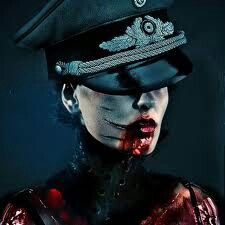Vampire or Zombie - so hot! So crazy! Horror Photography, Dark Photography, Arte Horror, Horror Art, Chica Heavy Metal, Mädchen In Uniform, World Of Darkness, Creatures Of The Night, Dark Gothic