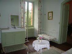 Chambre jardin vert du 1er étagedu château de Riveneuve