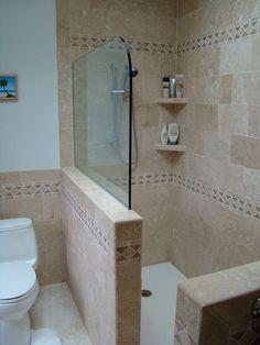 Coin petit mur entre toilettes et la douche. Stone Walk-In Shower Half Wall Shower Bathroom Renos, Bathroom Layout, Bathroom Interior, Bathroom Ideas, Bathroom Showers, 1950s Bathroom, Vanity Bathroom, Budget Bathroom, Small Bathroom Remodeling