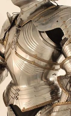 The Armor of the Paladins of the Aster looked like Silver and Gold, and when Light hit them, it was Blinding. Armadura Medieval, Knight In Shining Armor, Knight Armor, Medieval Armor, Medieval Fantasy, Paladin, Larp, Escudo Viking, Character Inspiration