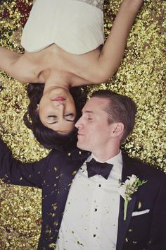 Glitz All Over: Because who wouldn't want to lie on a bed of glitter? #WeddingIdeas (FAB events LAB - Event & Wedding Planner Mallorca fabeventslab.com)