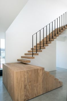 office HECTAAR, an African hardwood called afrormosia was used for tables, desks and a staircase explained CAAN Architecten Interior Staircase, Stairs Architecture, Modern Staircase, Staircase Design, Interior Architecture, Chinese Architecture, Futuristic Architecture, Stair Handrail, Staircase Railings