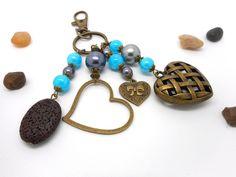 A parfumer!!! bijou de sac bronze coeurs, perles grises et bleues : Porte clés par breloques-et-cie