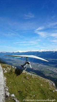 hang-gliding start into the Inn valley above Innsbruck in Austria Brazil Carnival, Rock Climbing Gear, Hang Gliding, Rappelling, Sailing Outfit, Recreational Activities, Bungee Jumping, Paragliding, Innsbruck