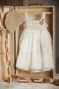 Βαπτιστικό ρούχο για κορίτσι Baptism Clothes, Baptism Outfit, Flower Girl Dresses, Prom Dresses, Wedding Dresses, Fairy Godmother, Girl Clothing, Christening, Baby Dress