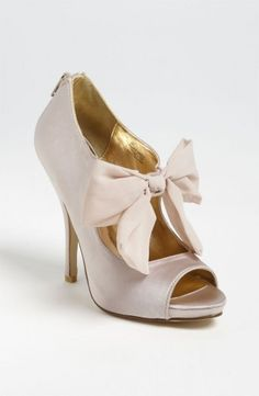 Flirty pump with bow! love!  http://www.thebridelink.com/vendor/nordstrom/photos
