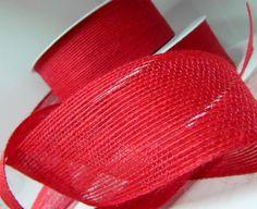 L'emballage d'un bouquet Saint Valentin de façon elégant avec le ruban de jute rouge