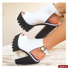 these r lovely xx Zapatos Shoes, Shoes Heels, Cute Shoes, Me Too Shoes, Sneaker Heels, Sneakers, Heeled Boots, Shoe Boots, Pumps