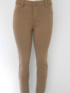 En tu guardarropa nunca debe faltar un legging en color neutro que puedas combinar con TODO #TipBriana