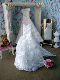 Dollhouse wedding Gown with train. White lace over pale ivory silk. Display only. Beautiful Wedding Gowns, Wedding Dresses For Sale, Dolls House Shop, Doll Houses, Dollhouse Dresses, Dollhouse Clothing, Miniature Bride Dress, Barbie Wedding, Bride Dolls