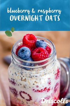 There's no stopping the overnight oats sensation, and for good reason! A few minutes is all it takes to mix up this perfect blend of healthy oatmeal and juicy sweet berries. Pop it into the fridge and Overnight Oats Almond Milk, Raspberry Overnight Oats, Best Overnight Oats Recipe, Overnight Oats In A Jar, Overnite Oats, Cold Oats, Blueberry Oat, Muffins, Gluten Free Oats