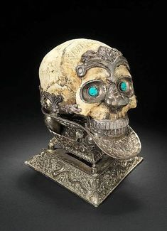 An impressive silver-mounted ceremonial Skull Bowl (kapala mandala) - Tibet or Nepal, 19th Century