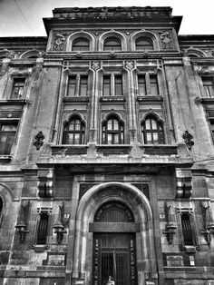 Palatul Băncii Marmorosch Blank Beautiful Castles, Beautiful Buildings, Bucharest Romania, Classic Architecture, Old Pictures, Abandoned, Dan, Places To Visit, Around The Worlds