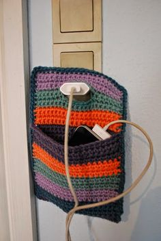How to Crochet Mobile Cell Phone Pouch for iPhone Samsung - Crochet Ideas Crochet Case, Crochet Phone Cases, Crochet Purses, Love Crochet, Crochet Gifts, Knit Crochet, Crochet Organizer, Crochet Mobile, Cell Phone Pouch