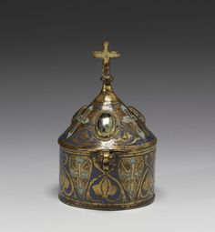 Thirteenth-century French pyx in the symbolic form of a church steeple. Religious Icons, Religious Art, Ancient Artifacts, French Artists, Kirchen, Box Art, Middle Ages, Medieval, Old Things