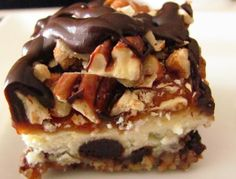 Country Cookin': Turtle Cheesecake Bars...The caramel sauce is runny. Wouldn't exactly call this bar material. Try doing chocolate with oil instead of milk so it might actually drizzle