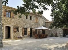 Tuscan style – Mediterranean Home Decor 1930s House Exterior, Modern Exterior, Rustic Italian, Italian Home, Country Home Exteriors, Mediterranean Homes, French Farmhouse, French Country, Tuscan Style