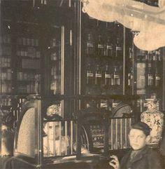 Antigua Fotografia Farmacia Original Muebles Y Frascos  más imagenes de #farmacias en http://pinterest.com/farmagestion/