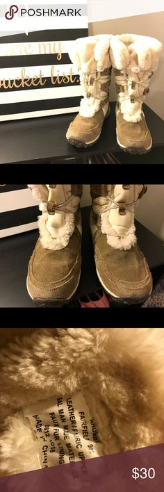 Khombu Snow Boots! In great condition, only worn a handful of times! Very comfy and warm! Brown with a tan fur lining Khombu Shoes Winter & Rain Boots