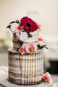 Check out these 8 great ideas for the perfect rustic wedding cake for your upcoming rustic wedding. brought to you by the Bridal experts at The Wedding Shoppe in Detroit, MI Huge Wedding Cakes, Wedding Cake Designs, Wedding Desserts, Floral Wedding, Rustic Wedding, Boho Wedding, Wedding Flowers, Bouquet Wedding, Elegant Wedding